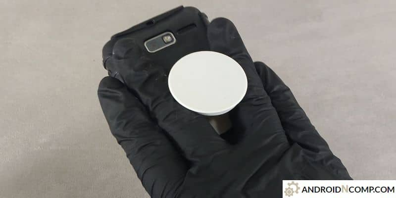 fixed standard popsocket in action.